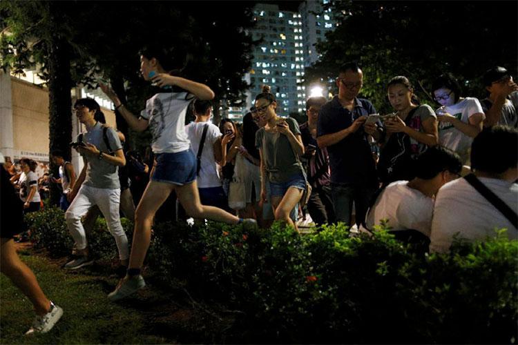 《Pokemon GO》在香港引起的热潮。(图/撷自路透社)